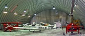 Lekkie samonośne łukowe hangary lotnicze (arch prefabricated building) - hangar lotniczy postojowo-obsługowy TG Hangars dla General Aviation na lotnisku EPMO (Warszawa Modlin).