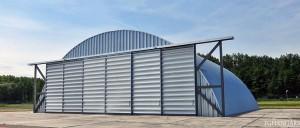 Lekkie samonośne hangary łukowe (arch prefabricated building) - hangar TG Hangars dla General Aviation na lotnisku EPWR (Wrocław Strachowice)