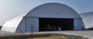 Lekkie samonośne hangary łukowe (arch prefabricated building) - hangar lotniczy TG Hangars dla General Aviation na lotnisku EPKW (Kaniów)