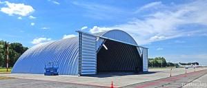 Lekkie samonośne hangary łukowe (arch prefabricated building) - hangar TG Hangars dla General Aviation na lotnisku EPWR (Wrocław Strachowice).