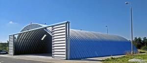Lekkie samonośne hangary łukowe (arch prefabricated building) - hangar lotniczy TG Hangars dla General Aviation na lotnisku EPKT (Katowice Pyrzowice)