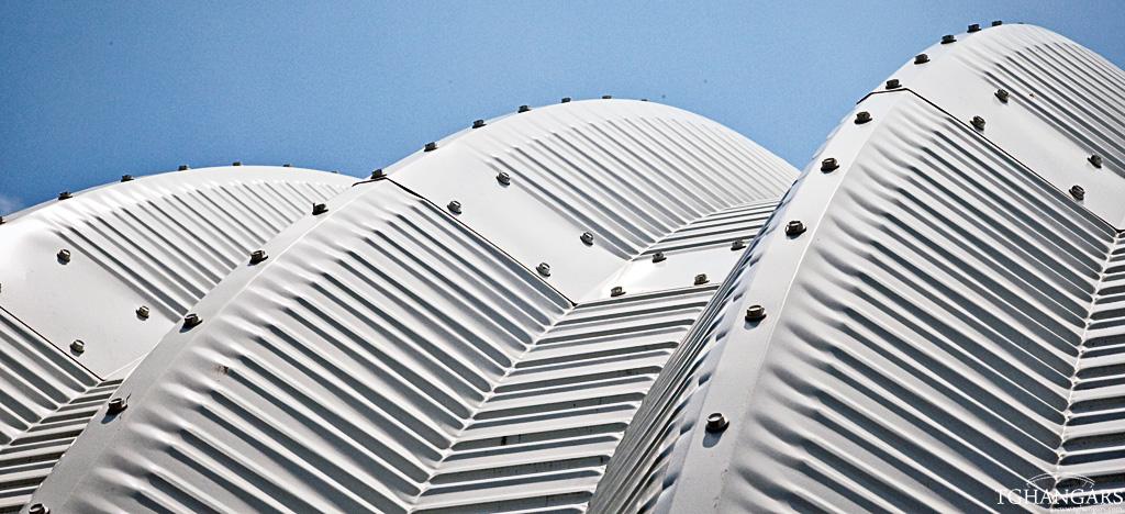 Każdy lekki hangar łukowy TG Hangars wyprodukowany jest z blachy Galvalume, Aluzinc