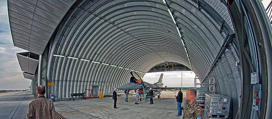 prefabrykowany-stalowy-hangar-lukowy-tg-hangars-lotnisko-wojskowe