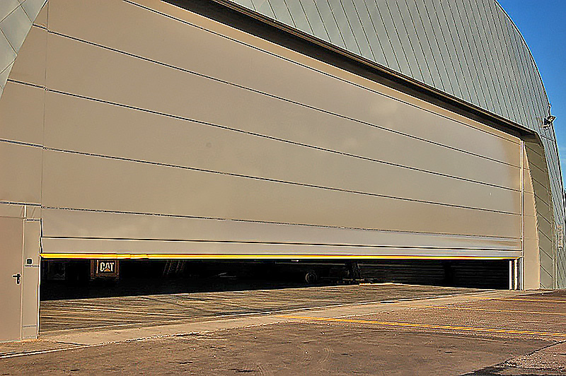Prefabrykowana brama hangarowa TG Hangars - Hoist-Up, podnoszona automatycznie