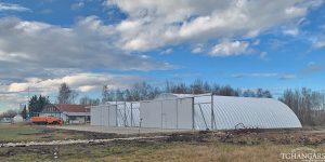 Lekkie samonośne hangary łukowe (arch prefabricated building) - lekki lotniczy hangar łukowy TG Hangars dla aeroklubu na lotnisku EPNT (Aeroklub Nowy Targ)