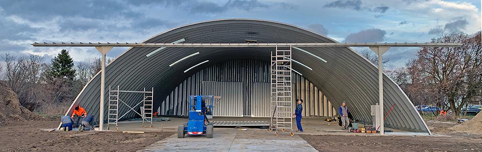 Lekkie samonośne hangary łukowe (arch prefabricated building) dla General Aviation - cena hangaru zależy od kompletacji elementów.